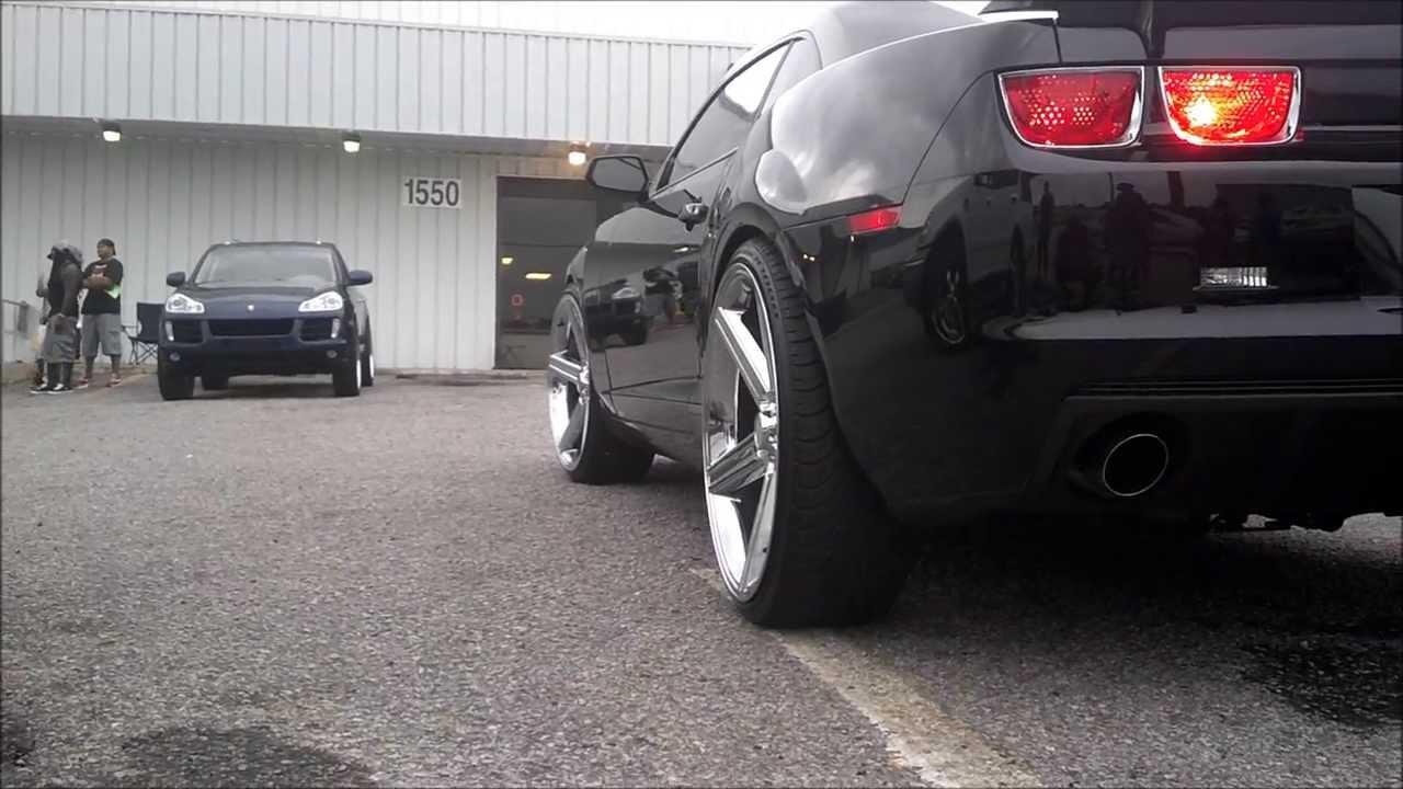 Dodge Challenger Srt On 22s Vs Chevy Camaro On 24 Irocs Youtube