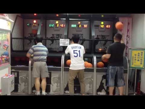 Dual-Wielding Basketball Human Throwing Machine