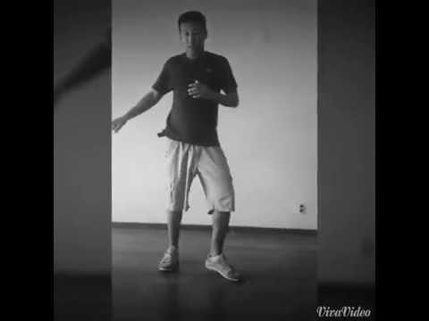 Cebolinha Ensinando a dançar Passinho