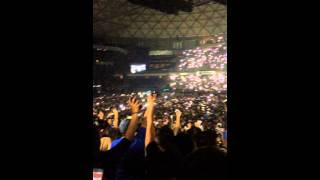 Urban King Daddy yankee Movistar arena chile 2014 celulares desi a lado