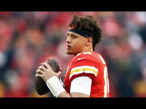 4d3ea5aa5f6 Patrick Mahomes working on new trick throw ahead of Chiefs vs Colts playoff  game - 12-01-2019