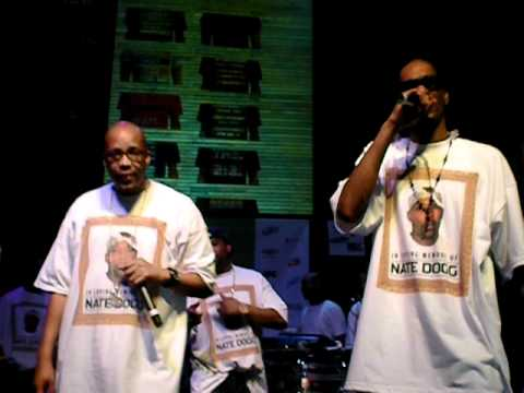 "Snoop Dogg and Warren G perform ""Regulate"" at Nate Dogg tribute show at SXSW 2011"