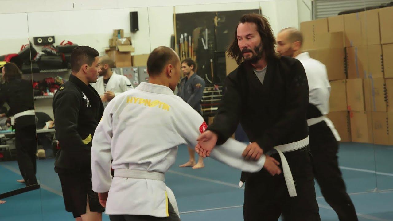Keanu Reeves training for 'John Wick 3' Behind The Scenes