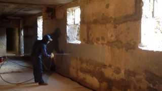 Гидроизоляция подвала(сайт - http://okraska-profi.com.ua/ Гидроизоляция стен подвала изнутри жидкой резиной (первый слой)