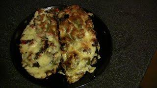 Bakłażan nadziewany warzywami z żółtym serem.