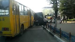 ДТП автобуса и маршрутки пл Партизан Брянск Авария видеорегистратор 2013