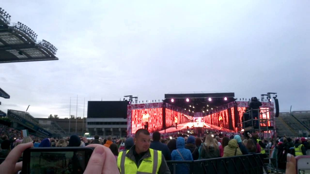 One Direction Opening Sequence 23/5/14 + Midnight Memories Performance