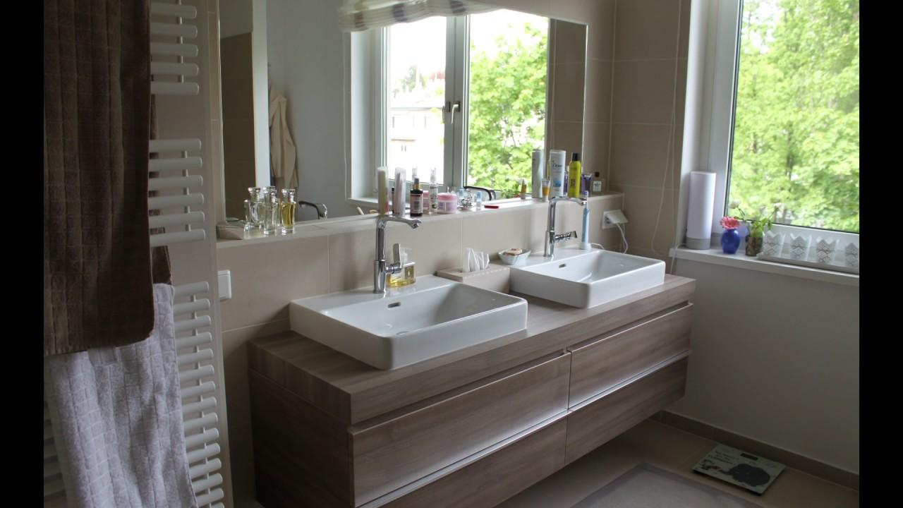 Badezimmer Mit Begehbarer Dusche, Doppelwaschtisch Und Sauna