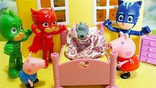 I Pj Masks Super Pigiamini trovano un lupo a casa di Peppa Pig [Storia con i Giocattoli]