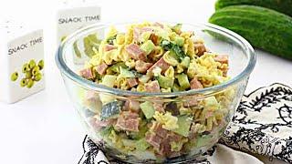 Салат с «Роллтоном» и колбасой — видео рецепт