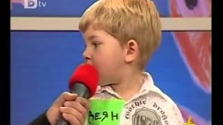 Това момченце ще ви спука от смях! Клип от Смях
