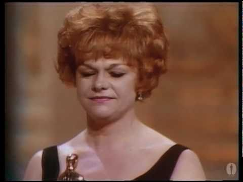 Estelle Parsons winning Best Supporting Actress