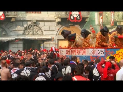 Thousands of Italians turn out for 'Battle of the Oranges' in Italy