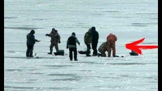 ОНИ ДОСТАВАЛИ ЕГО 20 МИНУТ С ЛУНКИ рыбалка зимой 2020