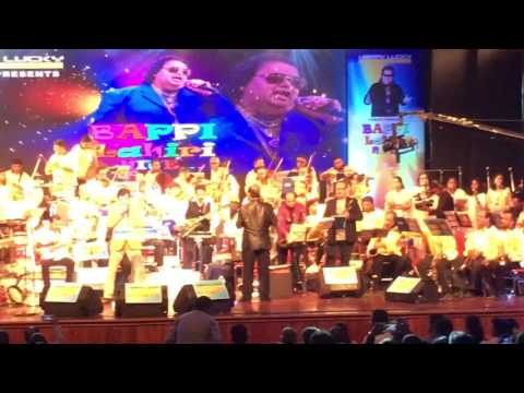 Amit Kumar singing Chahiye Thoda Pyaar-Bappi Lahiri Nite Mumbai 2017 Concert Live