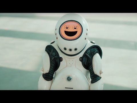 'It Speaks Emoji!' - Smile Preview - Doctor Who: Series 10 - BBC
