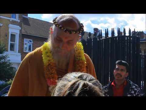 London Sivan Temple Welcomes Satguru Veylanswami Part 1 03-07-2016