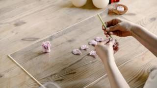 軽量粘土を用いてひとつひとつ手作りされたハンドメイドフラワーです。...