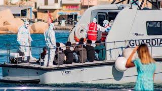 Minors disembark migrant boat in Italy
