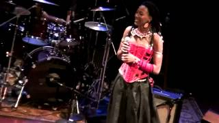 Video Fatoumata Diawara in Chicago download MP3, 3GP, MP4, WEBM, AVI, FLV Juli 2018