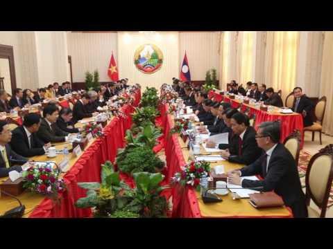 Major deals signed as Vietnam PM visits.