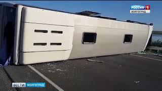 В Новоаннинском районе легковой автомобиль столкнулся с рейсовым автобусом