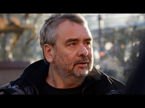 """Luc Besson : """"Je serai très sévère avec Emmanuel Macron"""""""