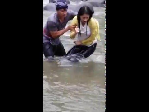 FUNNY VIDEO HARDI FADILLAH DAN NADYA HAMPIR TENGGELAM
