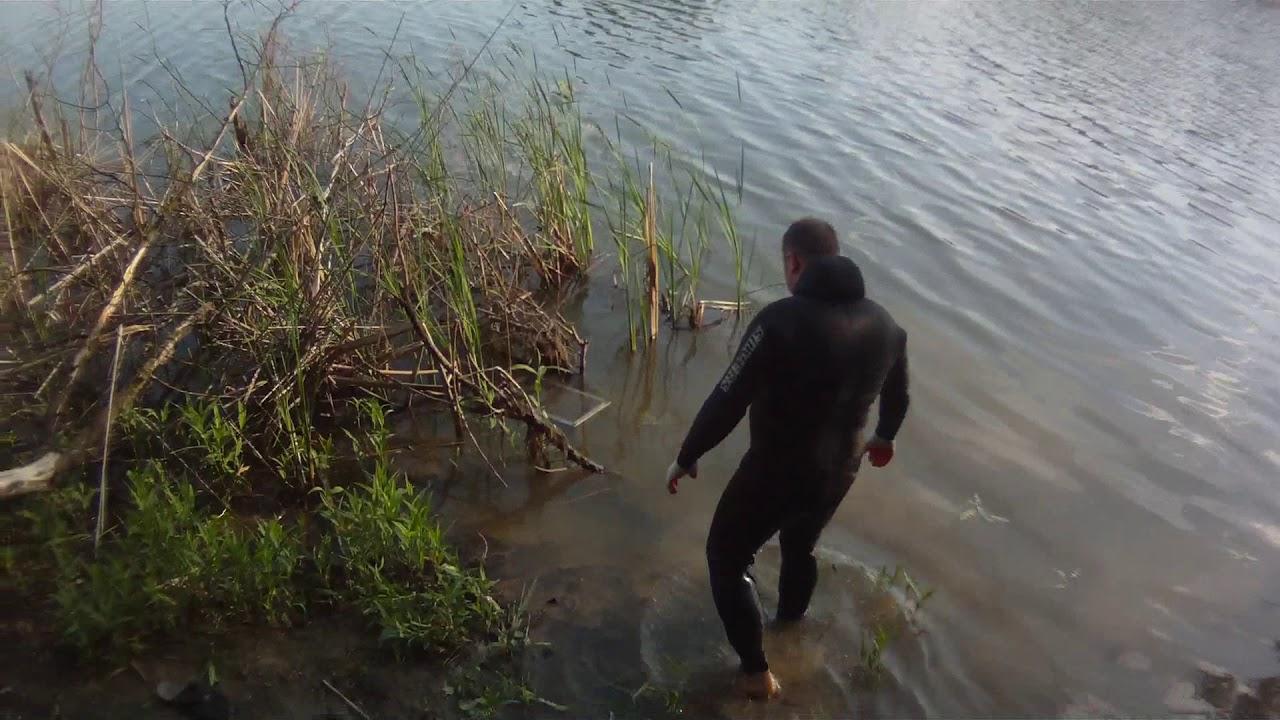 Ловля раков в реке кума