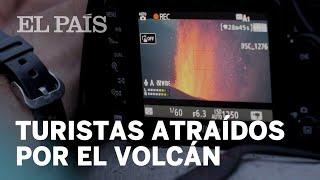 El 'turismo vulcanológico' llena las carreteras de La Palma