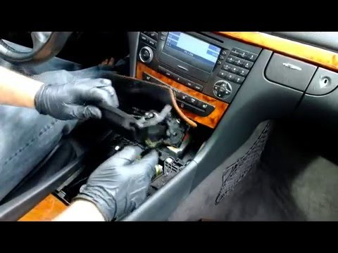 How to remove COMAND / Stereo / Radio / Navi from a E-Class W211 E320 E500 E350