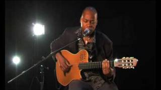 Blue Note act Lionel Loueke introduces himself to MusFlashTV