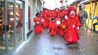 Guggenmusig Pilatusgeister Luzern 2007.mpg