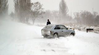 В Одессе снегопад заблокировал микрорайон у Одесского НПЗ(В Одессе из-за сильного снегопада, оказался отрезан от сообщения с остальным городом микрорайон на Шкодово..., 2016-01-18T15:33:47.000Z)
