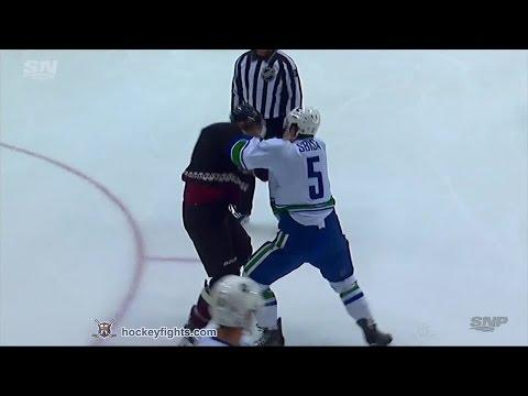 Luca Sbisa vs Connor Murphy Mar 5, 2015