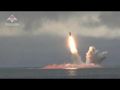 Пуск баллистической ракеты «Булава» с атомной подлодки «Юрий Долгорукий» в Баренцевом море
