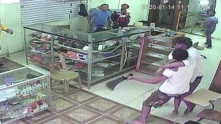Pelea a machetazos en la tienda de celulares
