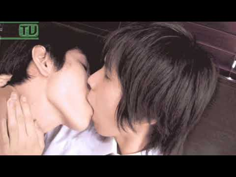 Hot Asian Gay Boys Kissing (18+)