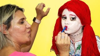 VALENTINA SE TRANSFORMANDO EM BONECA / Kids Makeup My doll with Paints