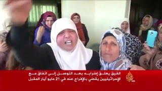 الصحفي الفلسطيني الأسير محمد القيق يعلق إضرابه