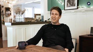 Pete Holmes says being married changes things