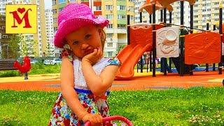 Играем на Детской площадке  Детские песенки на Английском Языке Видео для Детей