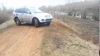 Mitsubishi Pajero Sport в условиях бездорожья