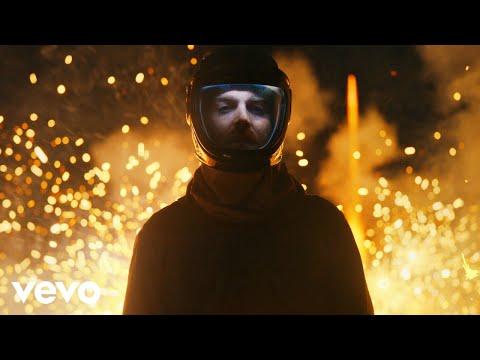 Смотреть клип Nick Murphy - Dangerous