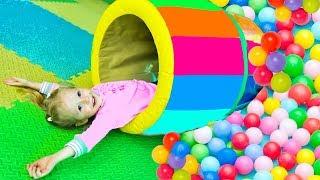 Влог Веселая детская площадка и контактный зоопарк Funny indoor playground for kids and petting zoo