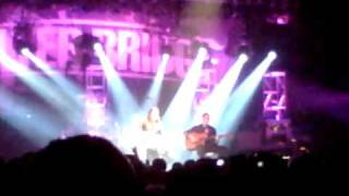 Alter Bridge Wonderful Life Acoustic Version Live in Manchester 19.10.10 (Great Sound)