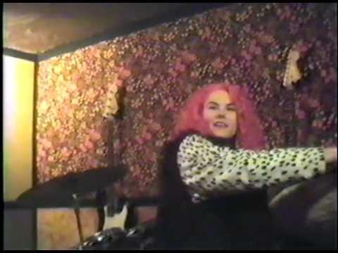 A Tour of Fetchin' Bones star Hope Nichols home in 1992