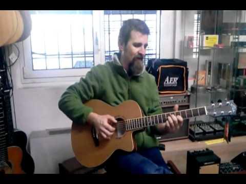 Max (Cris Music) suona la EKO MIA 018CW