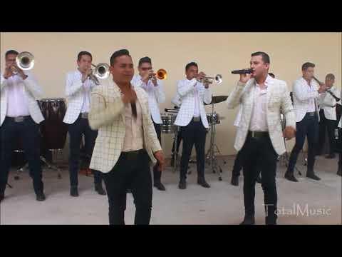 Amores Pasajeros - La Poderosa Banda San Juan (En Vivo)