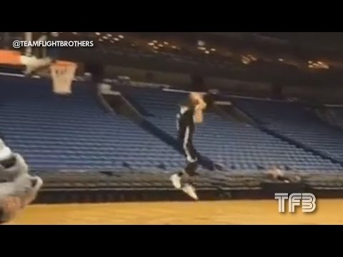 Zach Lavine 360 FROM THE FREE THROW LINE!